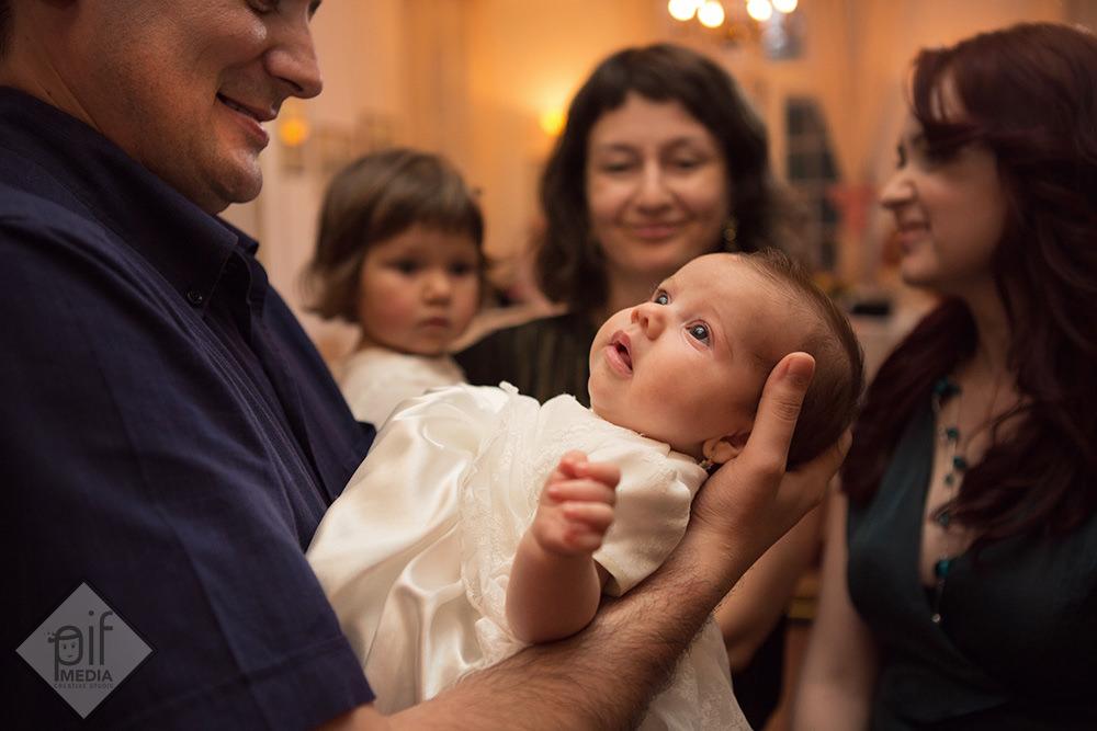 alexia tinuta in brate de tatal ei la locanta jaristea