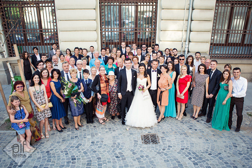 fotografie de grup la nunta alexandra si gaspard la biserica rusa sfantul nicolae selari