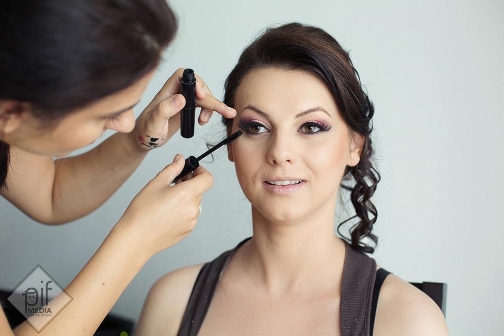 make-up cu rimel la ochii miresei