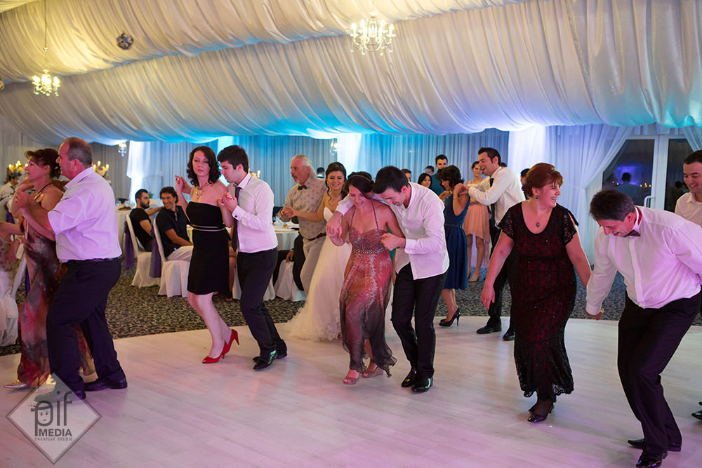 mirele invata sa danseze brasoveanca
