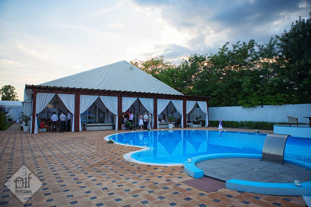 piscina Toujours l'Amour cort de nunta