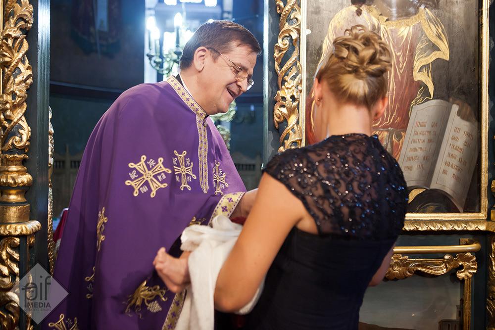 preotul si prima impartasanie a antoniei