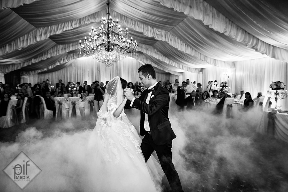 raluca si bogdan mirii danseaza primul dans al nuntii