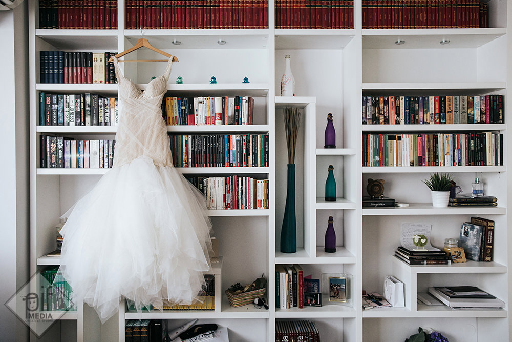 rochia de mireasa agatata in biblioteca