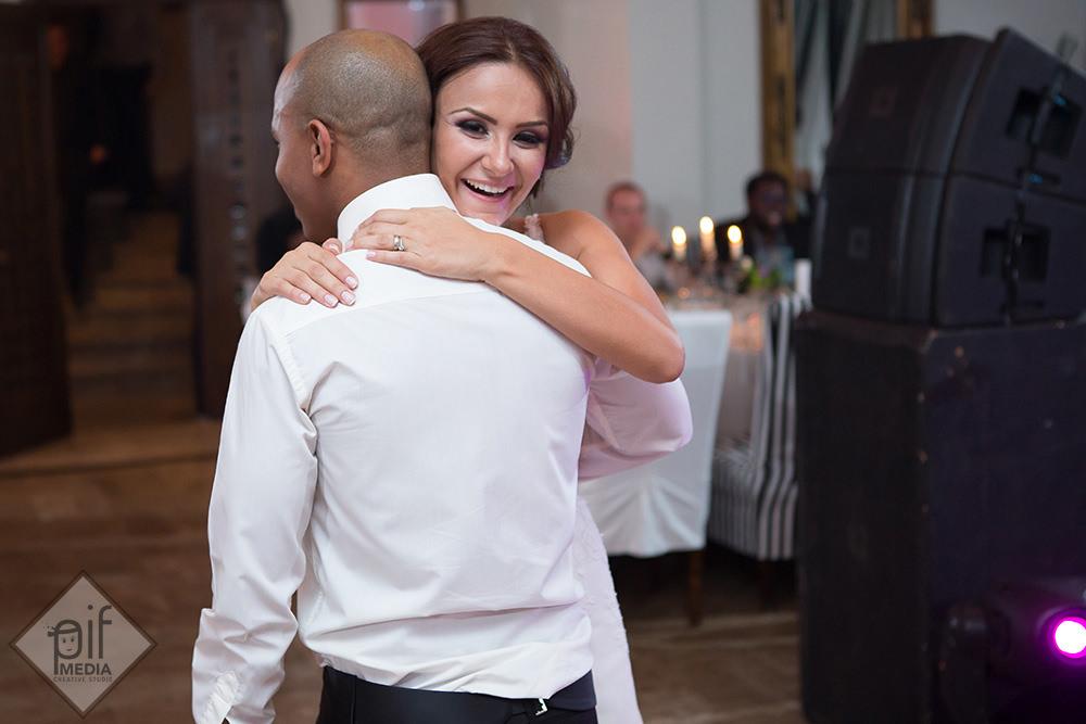 roxana si omar imbratisare pasionala pe ringul de dans